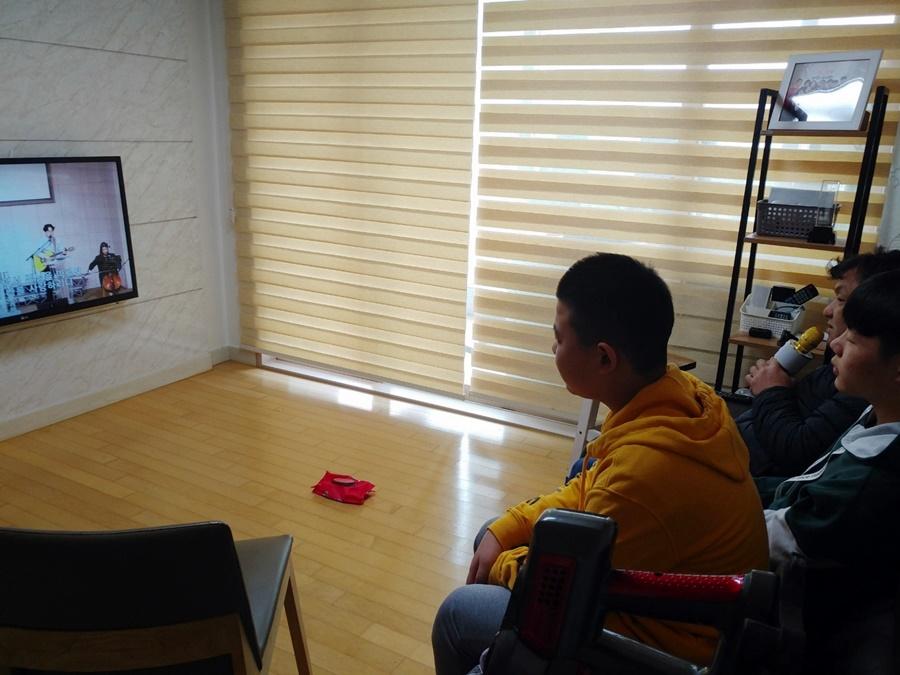 3월29일가족목장별주일예배사진 (14).jpg