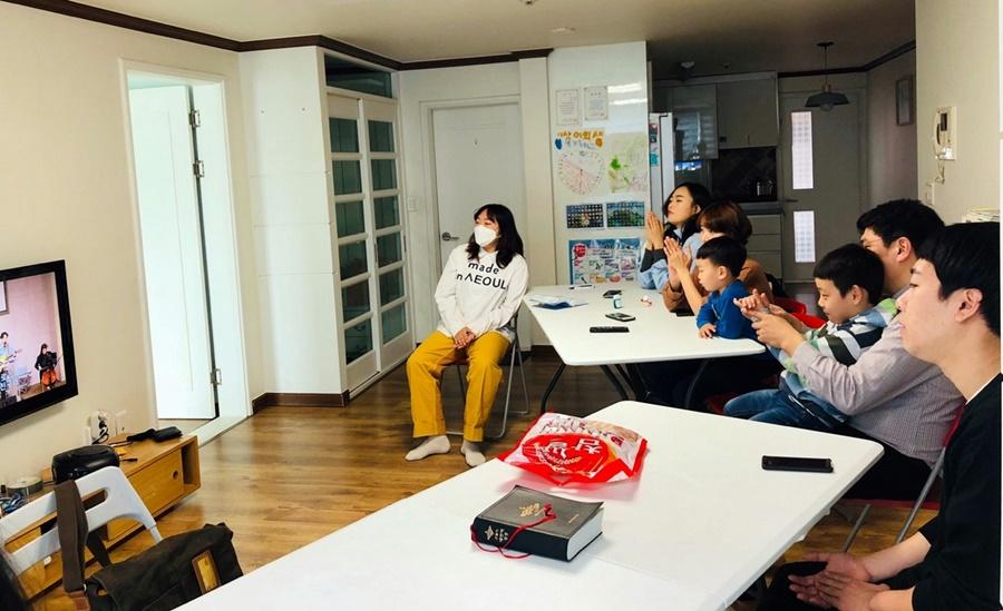 3월29일가족목장별주일예배사진 (2).jpg